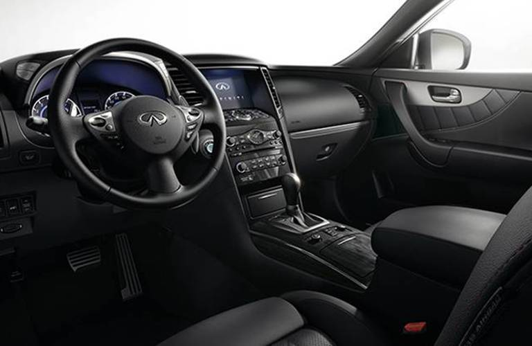 Driver's cockpit of the 2015 INFINITI QX70