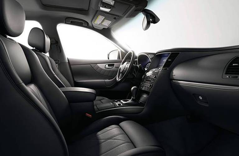 Side view of the front seats in the 2015 INFINITI QX70