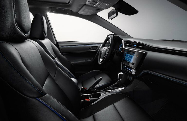 Side view of the 2017 Toyota Corolla's front seats