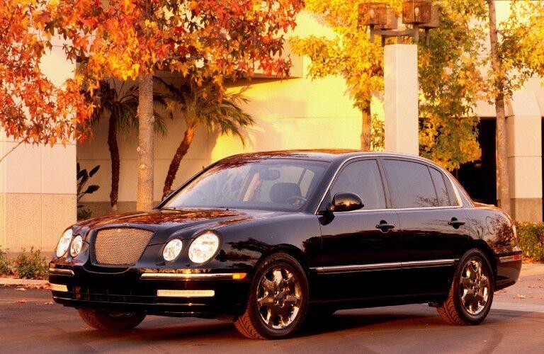 Front driver angle of a black 2004 Kia Amanti