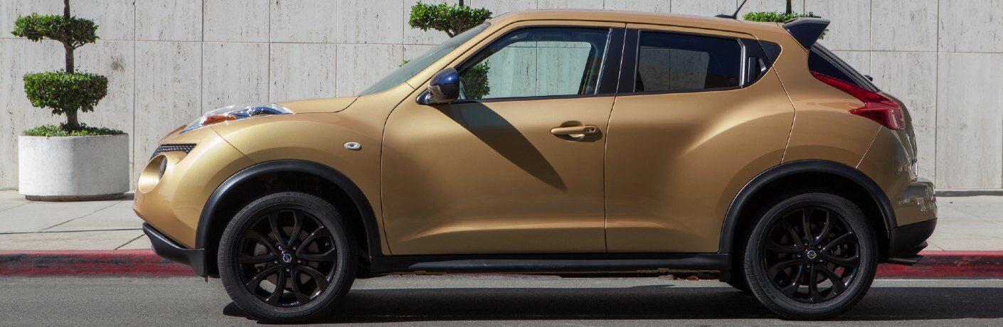 Driver angle of a tan 2013 Nissan JUKE
