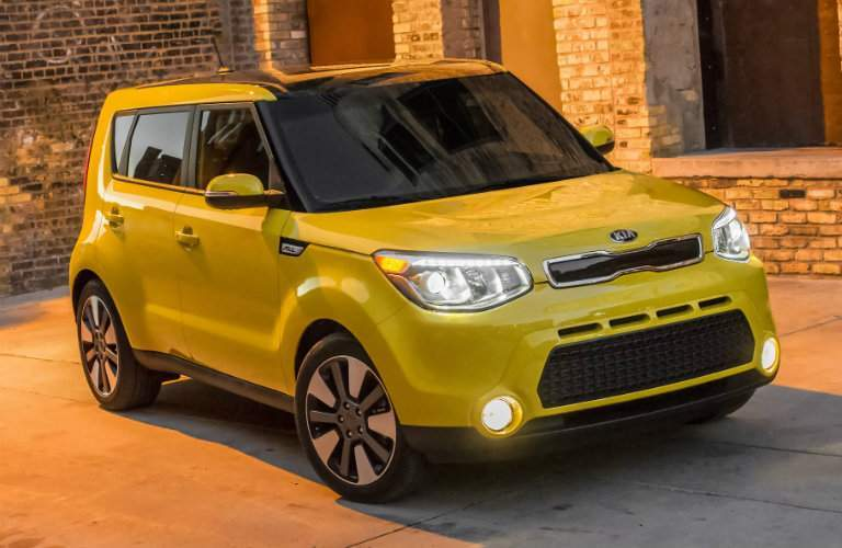 Front profile of the 2018 Kia Soul in front of a brick wall