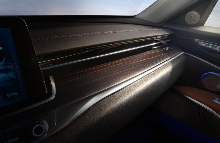 Close up of the wood trim inside the 2020 Kia K900