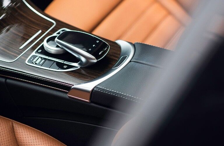 Close up of the command center knob inside the 2020 Mercedes-Benz C-Class