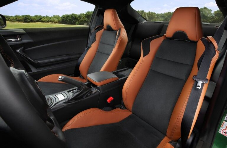 Orange and black seats inside the 2020 Toyota 86
