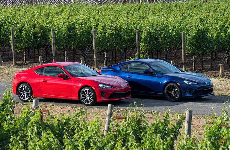 Red and blue 2019 Toyota 86 side by side in a vineyard