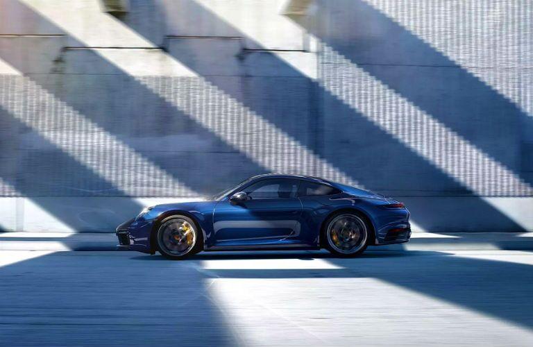 profile of 2020 porsche 911 coupe