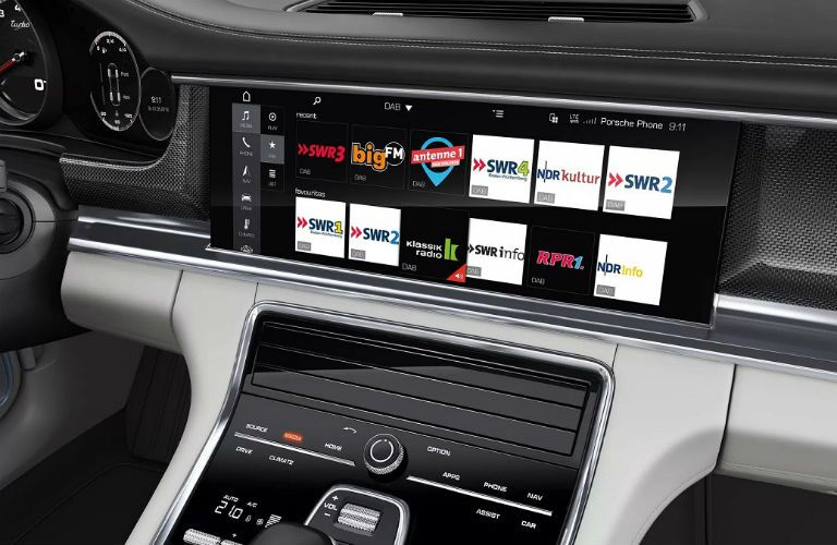 radio close up in 2019 porsche panamera