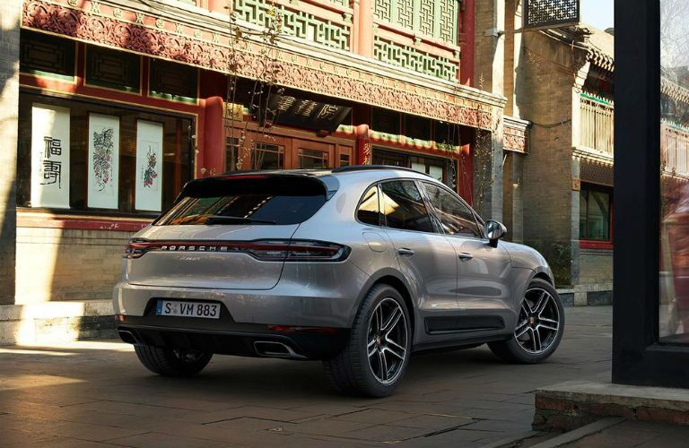 rear three quarter view of 2019 porsche macan