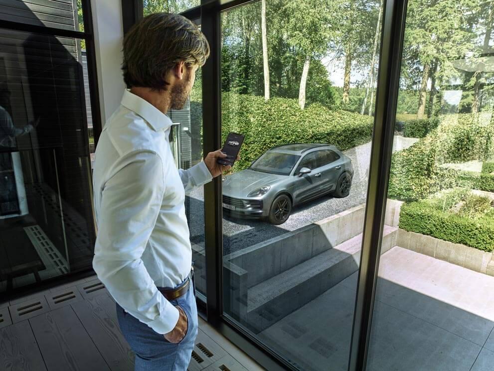A man using the Porsche App in Highland Park, IL