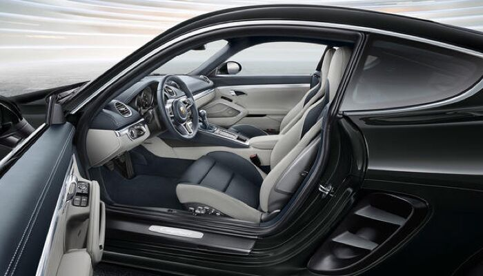 The stylish interior of the 2019 Porsche 718 Cayman
