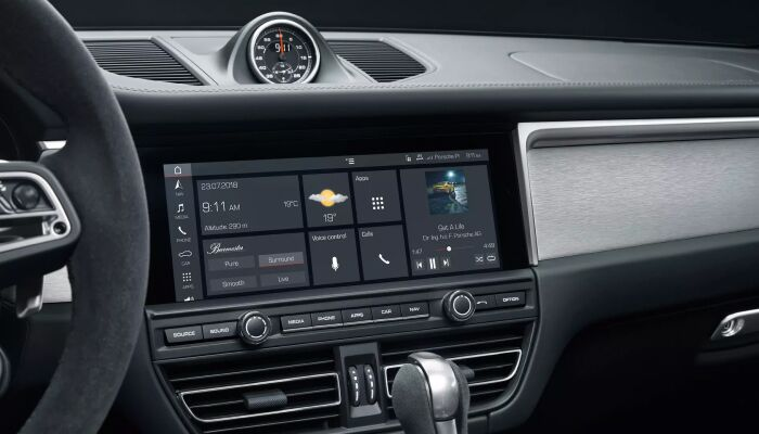 Center touchscreen of Porsche Macan