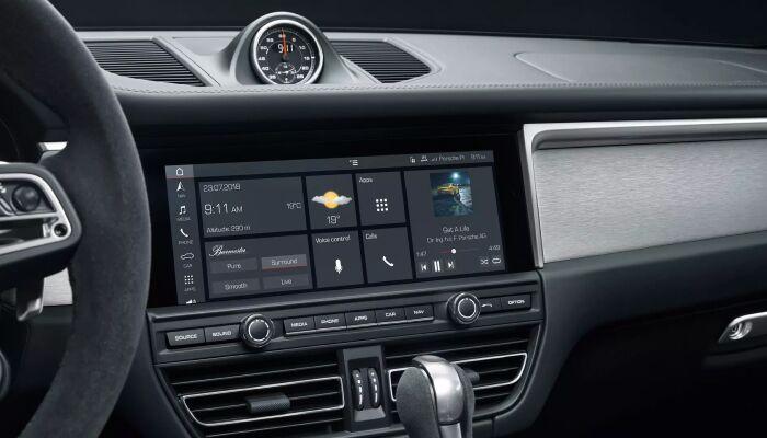 Touchscreen display inside the 2019 Porsche Macan