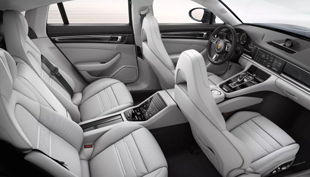 The spacious interior of the 2019 Porsche Panamera