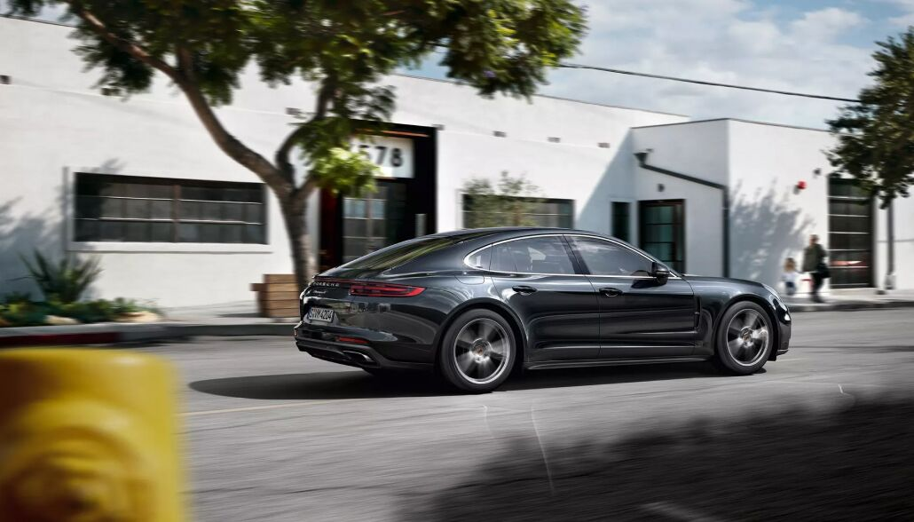 Stay safe inside the 2019 Porsche Panamera