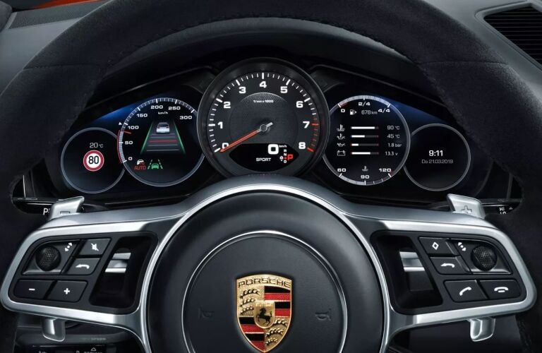 Steering wheel and instrument panel of the 2019 Porsche Cayenne Coupe