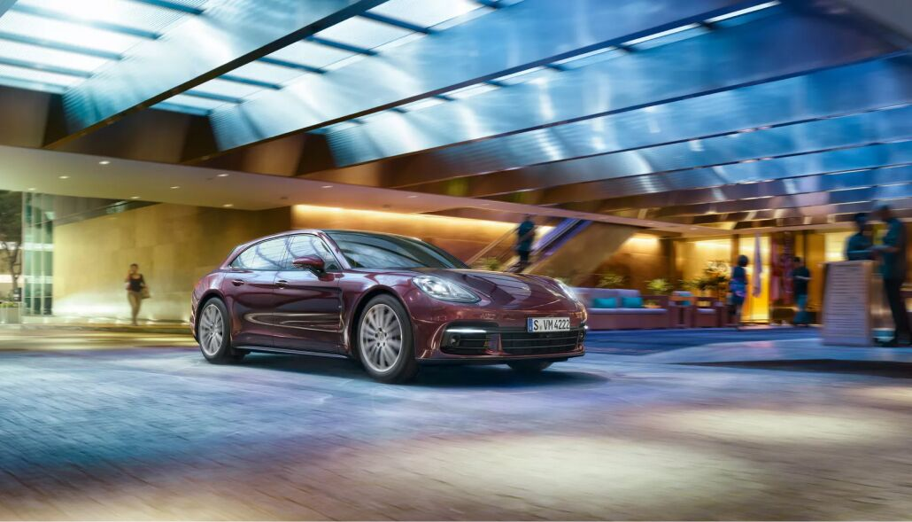 Loeber Porsche offers many specials and incentives towards purchasing a new Porsche near Kenilworth, IL