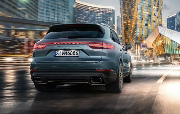 2019 Porsche Cayenne driving away Skokie, IL