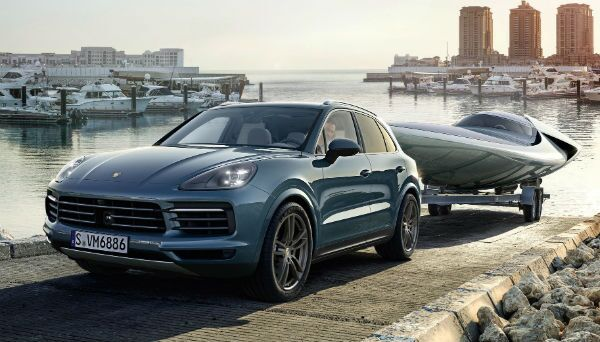 2019 Porsche Cayenne towing boat out of lake Skokie, IL