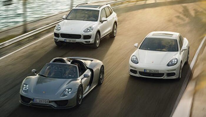 Loeber Motors Porsche offers many vehicle specials to drivers in Northfield, IL