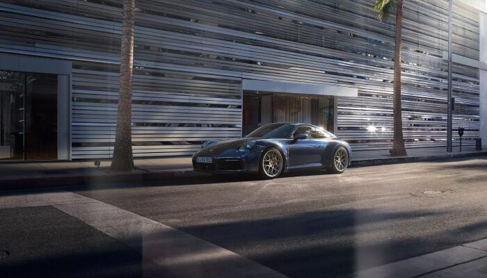 The Porsche Connect App is available in the Porsche 911