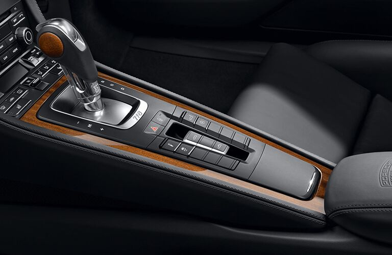 2019 Porsche 718 Cayman GTS center console