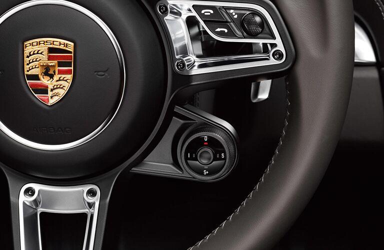 2020 Porsche 718 Cayman GT4 steering wheel
