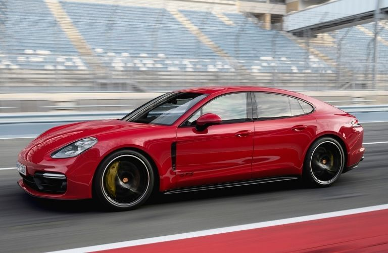 2021 Porsche Panamera GTS side look