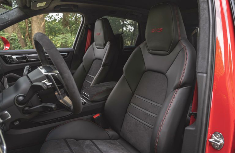 A photo of the front seats in the 2021 Porsche Cayenne.