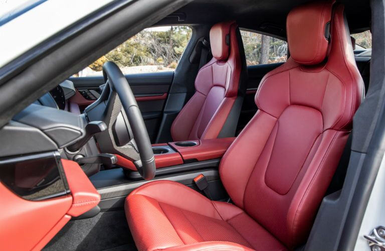 A photo of the front seats in the 2021 Porsche Taycan.