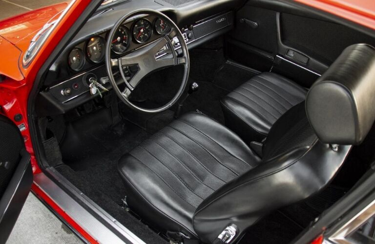 1970 Porsche 911S interior front seats and dashboard