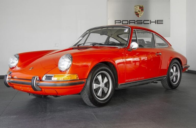 1970 Porsche 911S exterior viewed from front