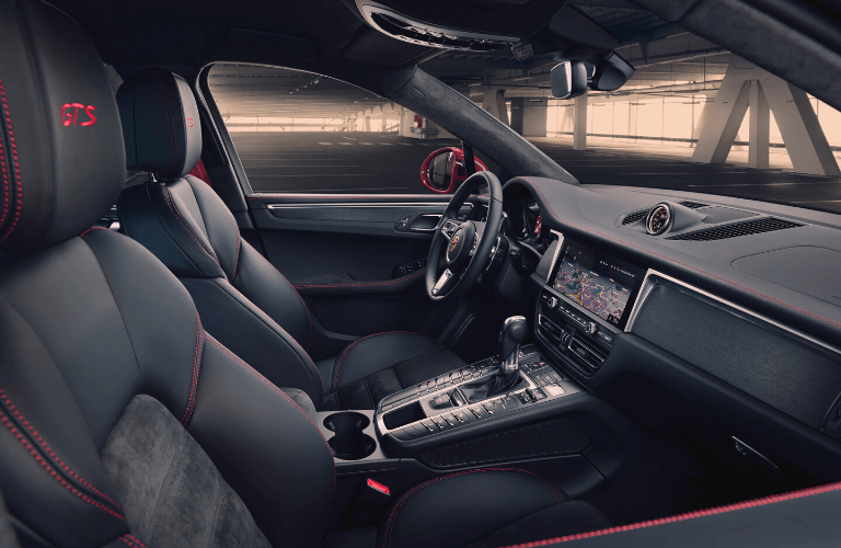 Interior view of 2020 Porsche Macan GTS