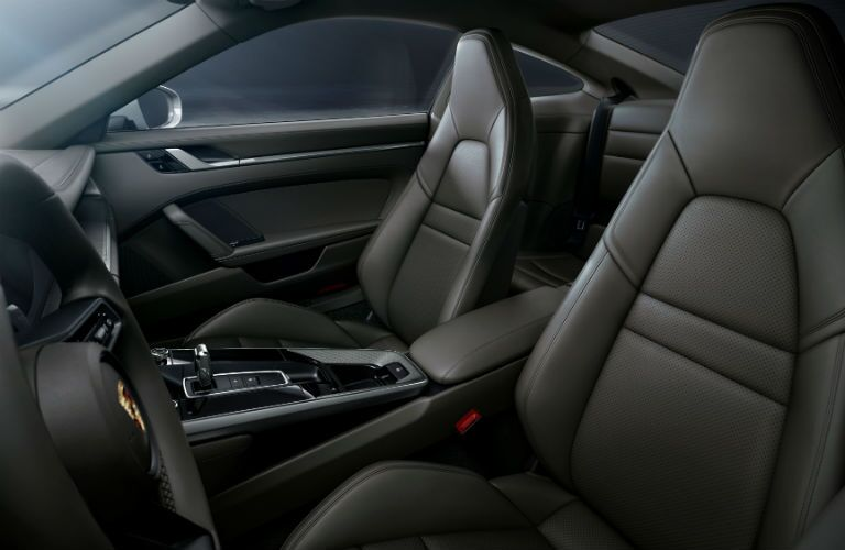 A photo of the front seats in the 2021 Porsche 911.