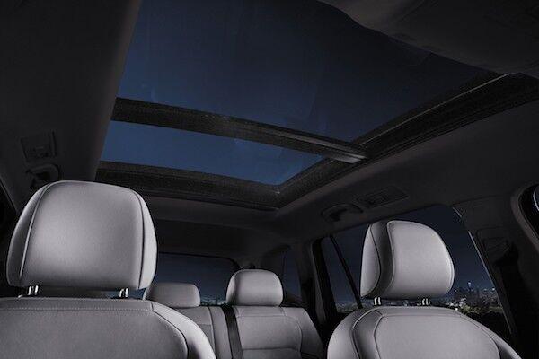 2020 Volkswagen Tiguan panoramic sunroof