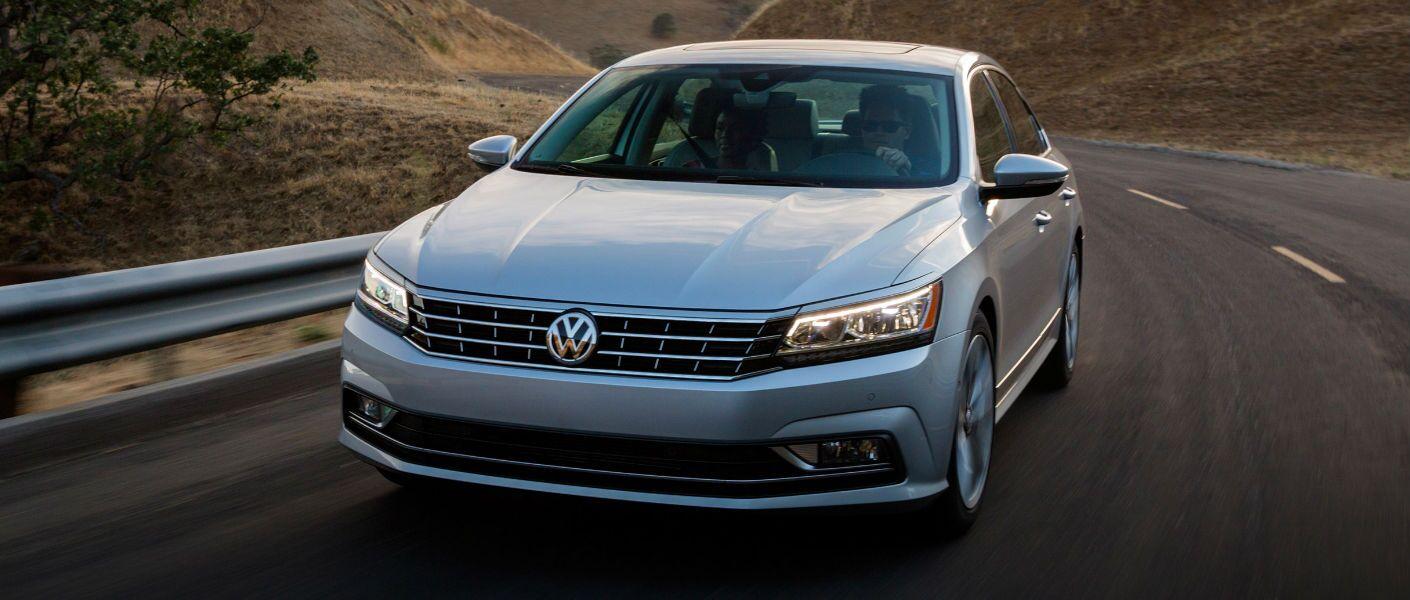 2016 Volkswagen Passat Elgin IL exterior front