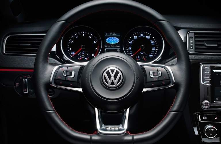 2018 Volkswagen Jetta steering wheel and display