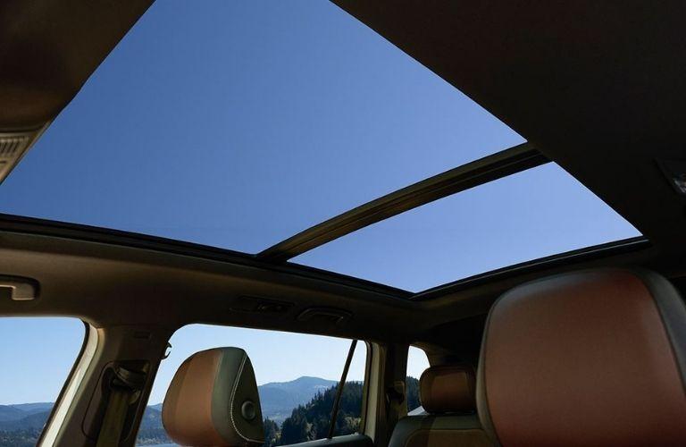The power moonroof inside the 2022 Volkswagen Tiguan.