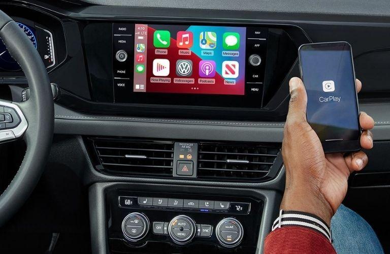 The App-connect feature in the 2022 Volkswagen Passat.