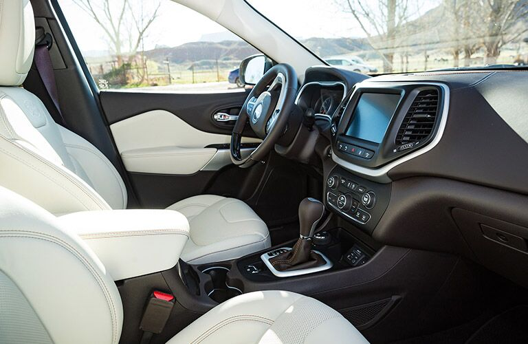 2017 Jeep Cherokee first-row LCD screen