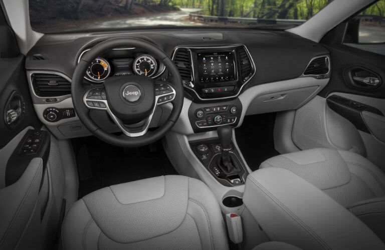 dashboard and steering wheel design in 2019 Jeep Cherokee