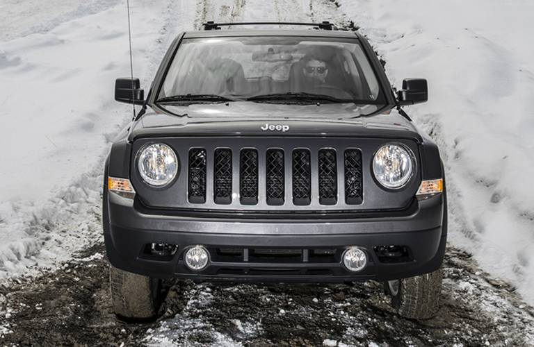 2017 Jeep Patriot grille and headlights