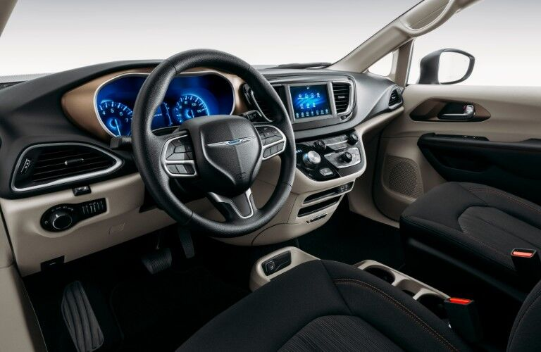Steering wheel and touchscreen of 2020 Chrysler Voyager