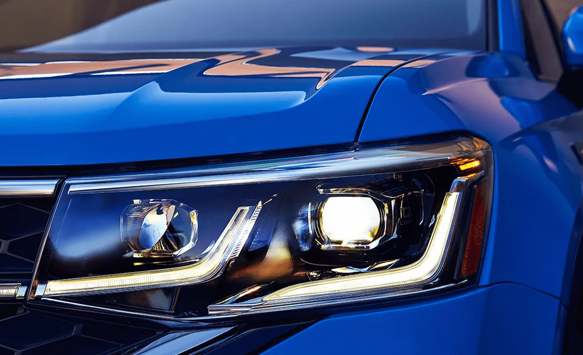 View of the driver's side front light.