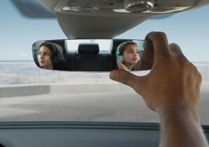 Frameless, auto-dimming rearview mirror