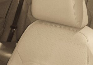 V-Tex leatherette seating surfaces