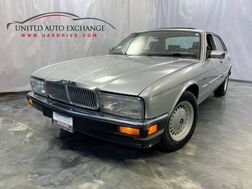 1990_Jaguar_XJ_Sovereign_ Addison IL