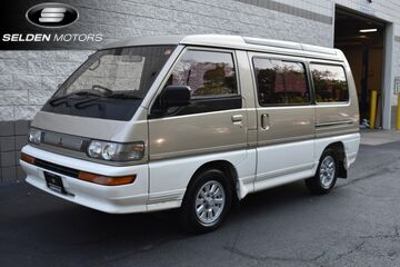 1992_Mitsubishi_Delica_Crystal Lite Roof Edition_ Willow Grove PA