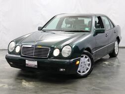 1996_Mercedes-Benz_E Class_E 320 ** SUPER LOW MILES ** 3.2L Straight 6-Cyl Engine / RWD / Sunroof / Power Leather Seats_ Addison IL