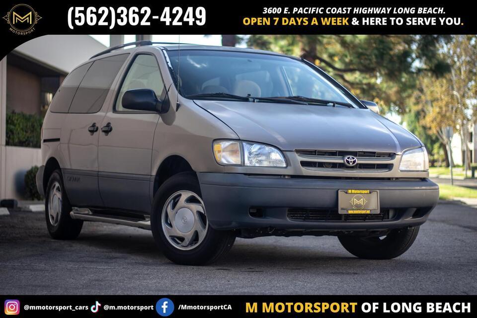 1998_Toyota_Sienna_LE Minivan_ Long Beach CA